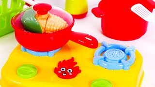 Playing Kitchen and Cooking with Vegetables for Children