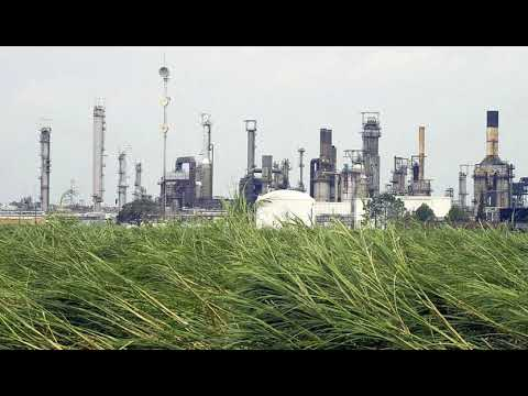 Largest U.S. Crude Refinery Shutting Due to Harvey per Sources