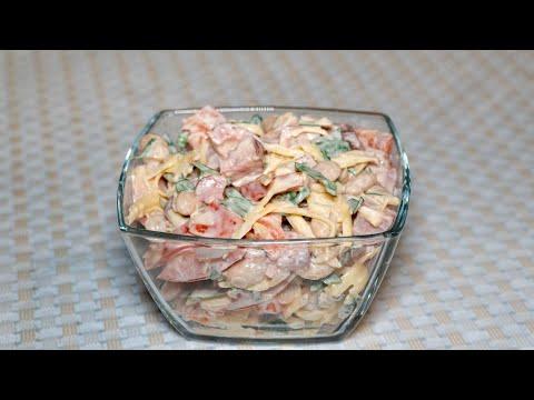 Салат Обжорка, сытный рецепт с копченой колбасой и фасолью