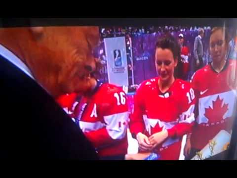Canada women's hockey team accepting gold medals