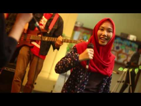White Shoes & The Couples Company - Senandung Maaf (Cover) by TRF