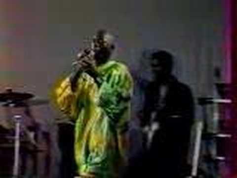 Buju Banton live in Jamaica 1992 (2/2)