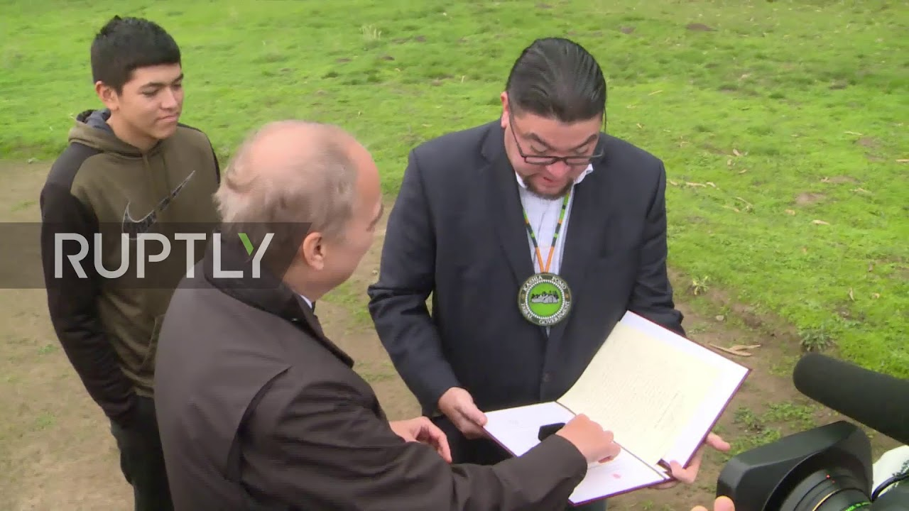 Back to list USA: Native tribe members welcome Russian Ambassador at Fort Ross