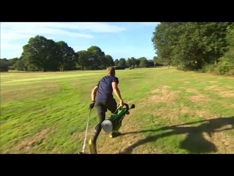 شاهد: لاعبو الغولف يركضون في بطولة بريطانيا لرياضة الغولف السريع…