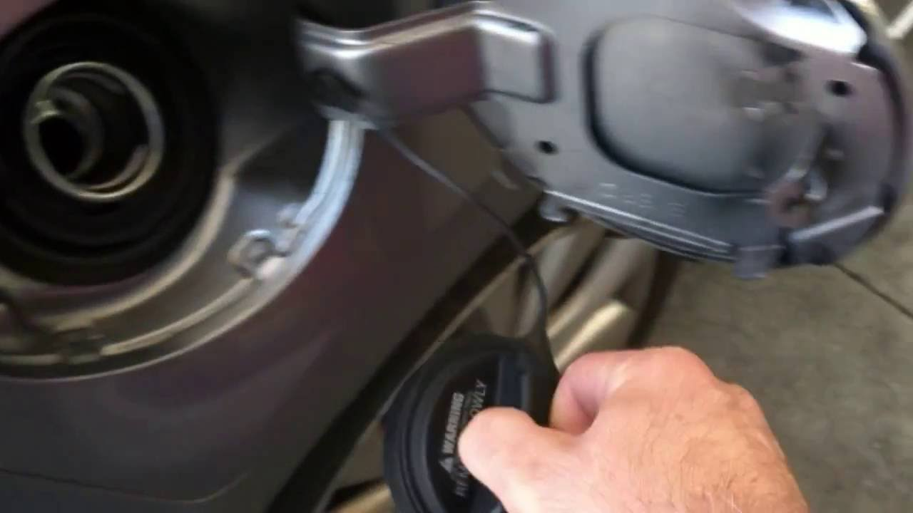Properly Opening The Gas Cap On A 2011 Mazda3 - YouTube