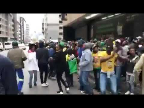 How People are celebrating in Harare, Zimbabwe after Mugabe got Kicked Out of Office