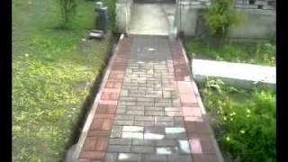 видео Мощение садовых дорожек