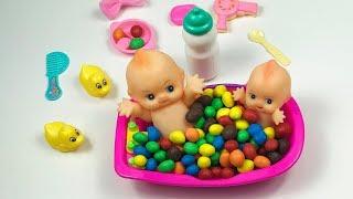 Baby dolls bath with M&M