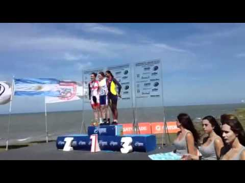 Amber Neben receives her gold medal following the Pan Am Time Trial.