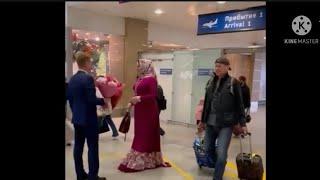 Макка Межиева прилетела в Санкт-Петербург и спела Ой Мороз Мороз