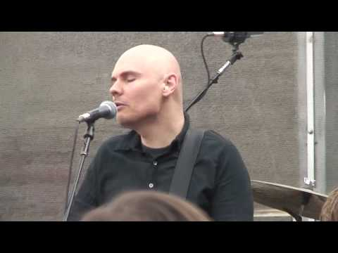Smashing Pumpkins - Stumbleine (4/17/2010 Multi Cam Record Store Day show)