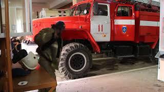 Сыктывкарские огнеборцы продемонстрировали малышне выезд по тревоге