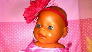 Как девочки играют в куклы! Беби Бон Елизавета кушает. Play dolls with Baby Born.0+