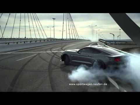 Drift Ford Mustang 2015 in the city