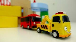 ¡Juegos de TAYO el pequeño autobús en español! Tayo bus cayó en el pozo. Coches de carreras