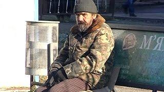 У Коломиї чоловік живе на автобусній зупинці 12 років!