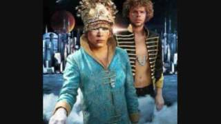 Empire of the Sun -  Walking on a dream (Van She Tech remix)