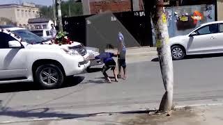 Видео на Кавказе водитель свадебного кортежа переехал ребенк 1