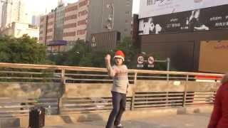 Уличный танцор в Китае танцует под песню Павла Воли