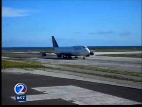 Delta Airlines Emergency landing at Midway island