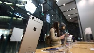 Apple Forecasts First Sales Decline Since 2003