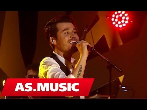 "Alban Skenderaj - Miremengjes - ""Tingujt E Ditarit Tim"" ( Live Acoustic )"