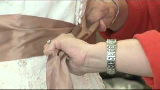 How to Tie a Sash on a Wedding Dress