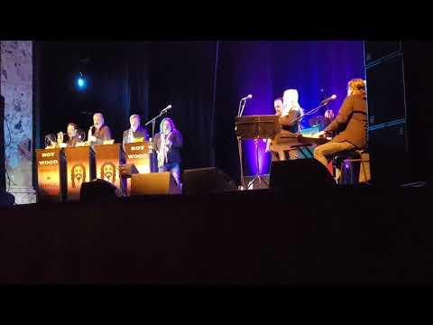 ROY WOOD SINGING  ANGEL FINGERS AT THE  ROYAL HALL HARROGATE Dec 2017