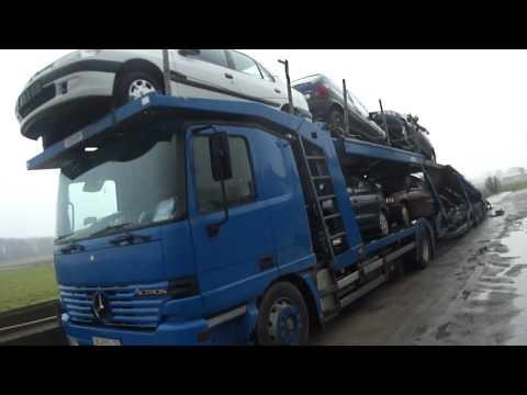 Vrachtwagen met EXPORT AUTO'S