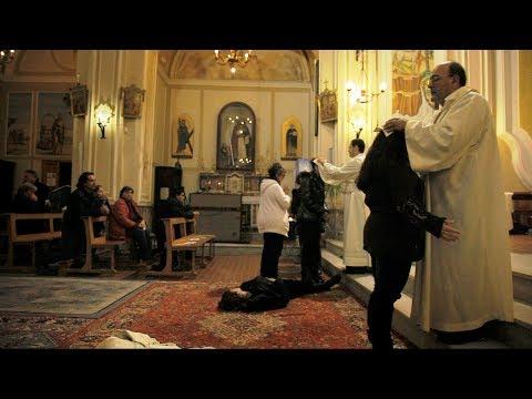 エクソシストは存在した…ドキュメンタリー映画『悪魔祓い、聖なる儀式』予告編
