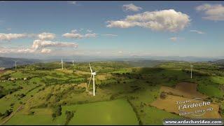 Ardèche - Les éoliennes du plateau du Coiron (4K)