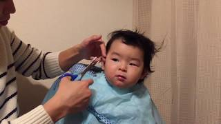 【挑戦】パパがヘアカットに挑戦ω おとなしくがんばる1歳2ヶ月の赤ちゃ...