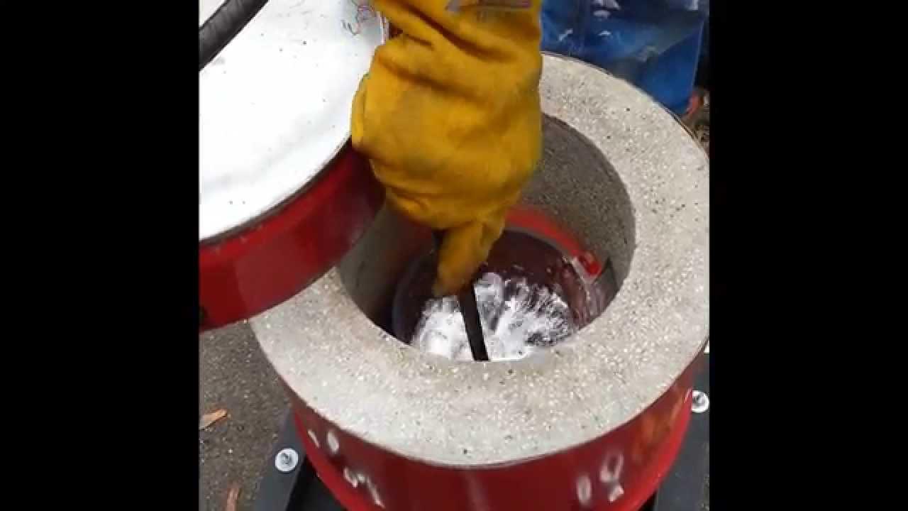 Homemade metal foundry furnace melting aluminium from ...