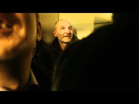 Петр Мамонов едет в лифте