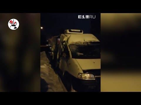 Товарняк на фургон наехал: водитель жив, но в шоке