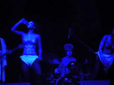 DEVO LIVE 12/17/11 Paramount Theatre Huntington LI NY Opener Tripple Nipples