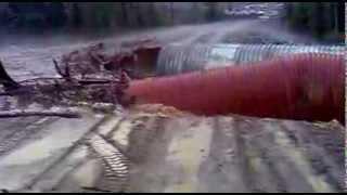 Металическую трубу смывает(, 2013-11-11T05:57:52.000Z)