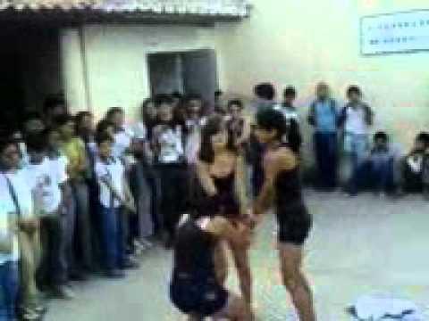 Meninas dançando Daddy Yankee - Gazolina