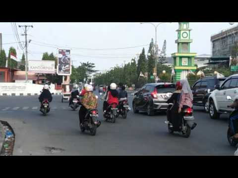 the dangers of running red lights in Aceh 2016