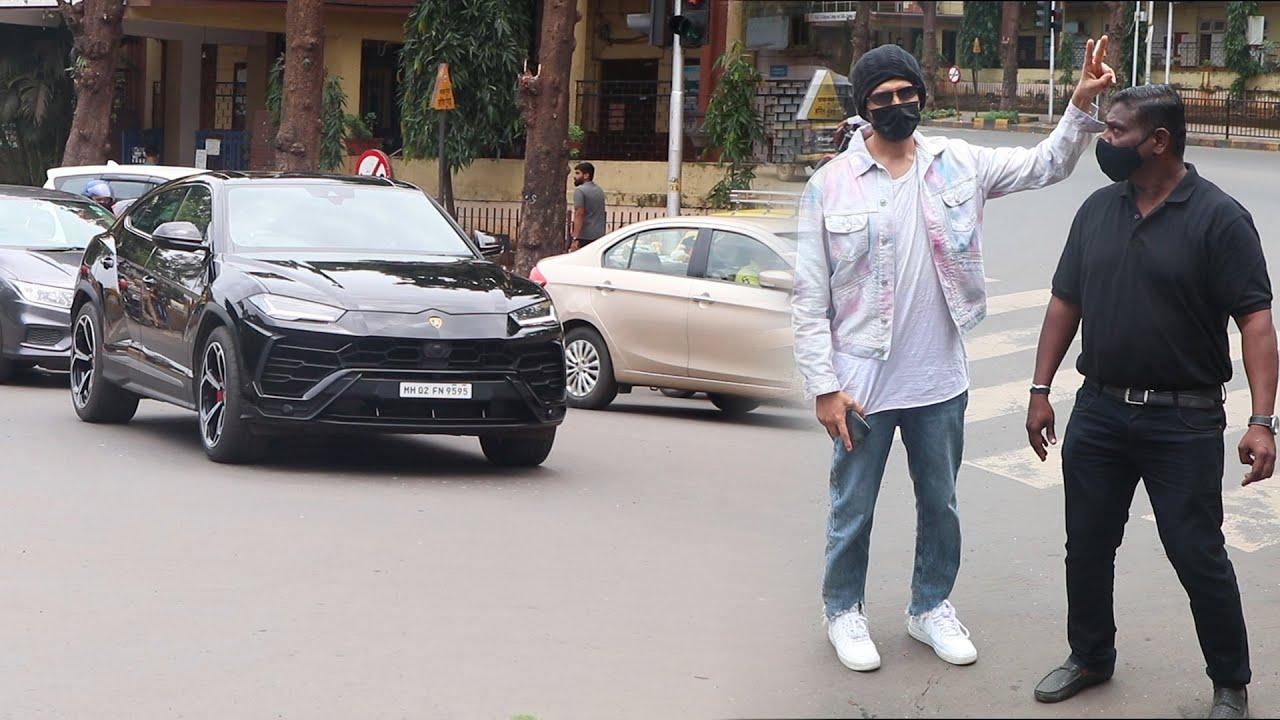 Kartk Aryan Came With His New Black lamborghini car And Masti With bodyguard