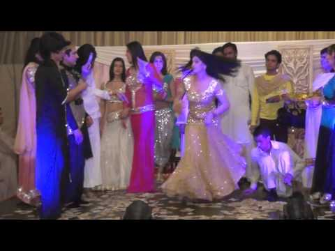 BAS ARYA BY ROSHANI - MUJRA DANCE IN WEDDING 2016