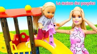 Vidéo en français pour les filles. Barbie et Evi vont au parc.