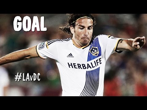 GOAL: Alan Gordon finds the loose ball and finishes a slick team move   LA Galaxy v DC United