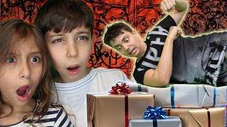 سقط على الهدايا وخربها!