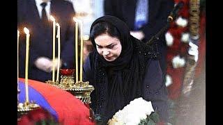 Инцидент, произошедший на похоронах Лужкова, напугал всю Россию