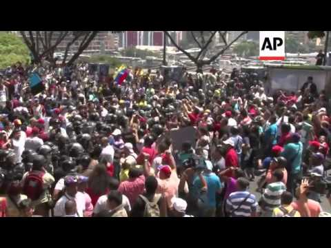 Chavez backers, protesters clash in Venezuela
