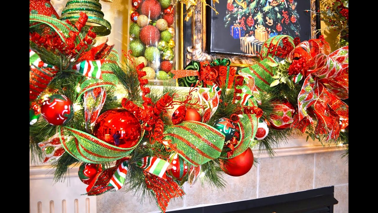 How to decorate a garland for christmas como decorar una for Como adornar tu puerta para navidad