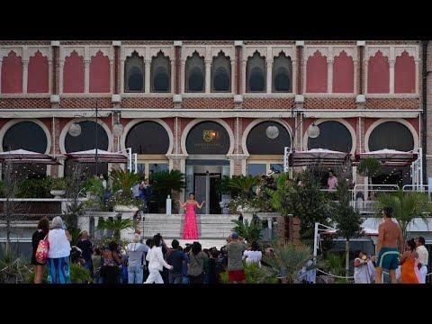 Venecia se llena de estrellas y buen cine en el festival más antiguo del mundo