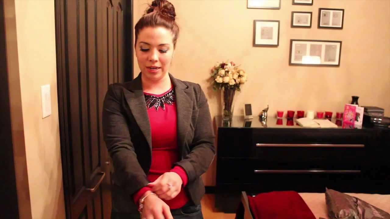 Couleur collant avec robe rouge