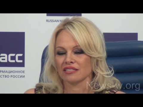 Pamela Anderson, Vladimir Pozner, A. Downes, M. Vorontsova - Moscow, TASS 16.12.2016